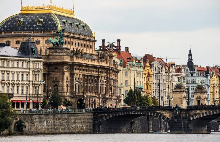 Natsional'nyy teatr v Prage